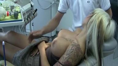 Abusée par le dentiste pendant son sommeil