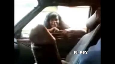 Elle voit sa grosse bite, elle monte de suite dans sa voiture !