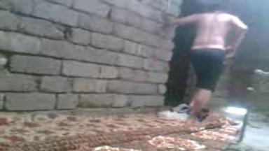 Un fils sucé par sa mère dans une cabane