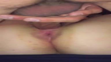 Un mari pervers boit le sperme de l'amant de sa femme
