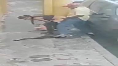 Baise rapide sur le trottoir avec une prostituée