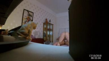 Sa femme surprise avec son amant au lit (caméra planquée)