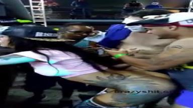 Salope baisée par plein de mecs pendant le carnaval